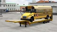 Низкорамный трал с грузом автобуса